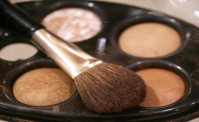 Corona-crisis: mask duty Beauty industry doom - Video