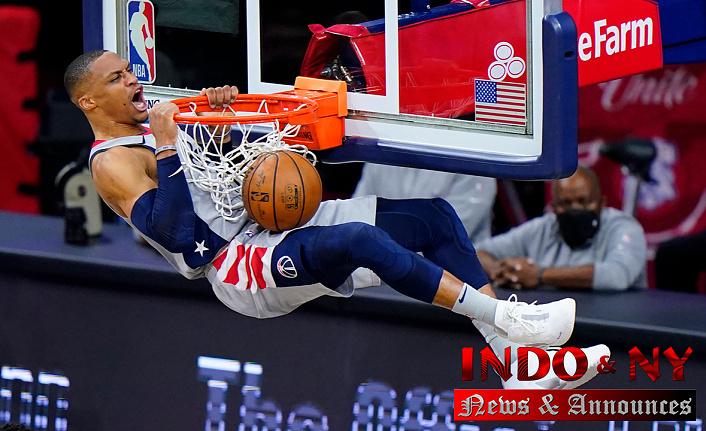 Wizards' Russell Westbrook has popcorn Thrown Him on as he walks into locker room